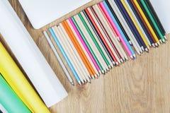 Bureau créatif de bureau avec des approvisionnements Image libre de droits