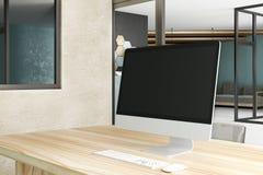 Bureau créatif de lieu de travail avec l'ordinateur Photo libre de droits