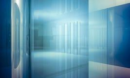 Bureau d'Apartment.Empty avec des colonnes et de grandes fenêtres, Bu d'intérieur Images stock