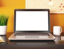 bureau 3D avec l'écran vide d'ordinateur portable Maquette Photos libres de droits