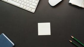 Bureau d'espace de travail avec l'espace de copie de post-it Images libres de droits