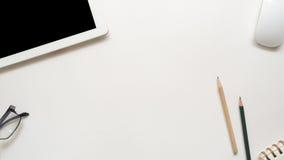Bureau d'espace de travail avec le crayon et le taplet Photo libre de droits