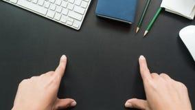 Bureau d'espace de travail avec le fond de l'espace de copie de main Photos stock