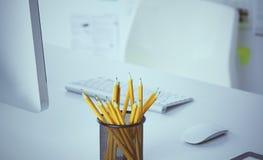 Bureau d'espace de travail, documents sur la table de bureau photo stock