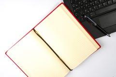 bureau d'ordinateur portatif de livre Photographie stock libre de droits
