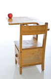Bureau dans la salle de classe images stock