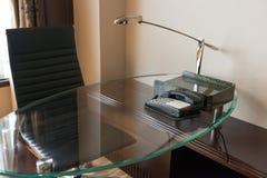 Bureau dans une chambre d'hôtel image libre de droits