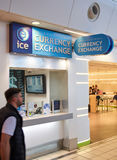 Bureau de change de GLACE dans l'aéroport Photo stock