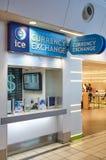 Bureau de change de GLACE dans l'aéroport Photos libres de droits