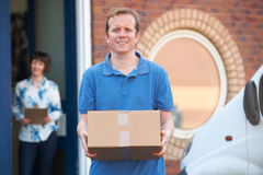 Bureau de client de Making Delivery To de messager photographie stock