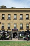 Bureau de douane historique avec le restaurant et la vinothèque de bureau de douane image stock
