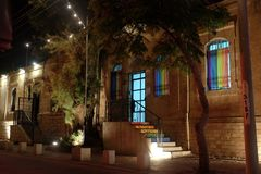 Bureau de la communauté de LGBT le soir en bière Sheva Photographie stock libre de droits