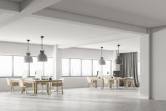 Bureau de luxe blanc de l'espace ouvert intérieur, vue de côté Photo libre de droits