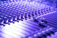 Bureau de m?langeur de studio d'enregistrement sonore : production professionnelle de musique photos libres de droits