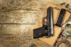 Bureau de police Livres des lois et des menottes de police Enquête sur le crime Vue supérieure Loi et commande photo stock