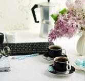 Bureau de siège social Espace de travail femelle Photo stock