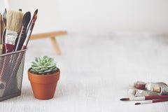Bureau de table d'artiste de mode Espace de travail créatif Photo libre de droits