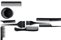 Bureau de travail de coiffeur avec des outils pour des cheveux dénommant sur l'espace blanc de vue supérieure de fond pour le tex Photographie stock
