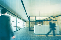 Bureau en bois et en verre, réception, double de plan rapproché Photographie stock