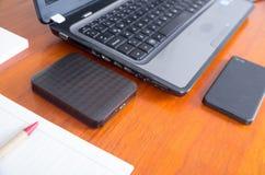 Bureau et dispositifs numériques Image libre de droits