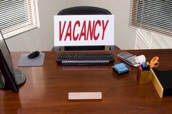 Bureau et signe d'offre d'emploi Photos libres de droits