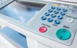 Bureau, fax, machine de copie, haut étroit de bouton marche photographie stock