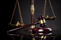 Bureau juridique Jugez le marteau du ` s et l'échelle de la justice Photographie stock libre de droits
