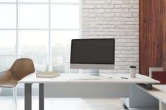 Bureau moderne avec l'espace de travail Image libre de droits