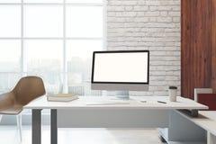 Bureau moderne avec le lieu de travail Photographie stock