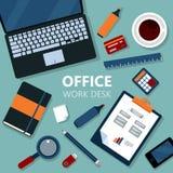 Bureau moderne de travail de bureau avec l'ordinateur portable illustration de vecteur