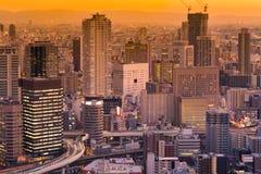 Bureau municipal d'Umeda établissant le ton de coucher du soleil de vue aérienne, photo stock