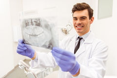 Bureau professionnel de dentiste photos stock