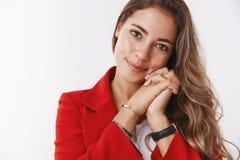 Bureau puissant à la maison tendre de travail d'entrepreneur réussi influental moderne attirant en gros plan de Caucasien, inclin image stock
