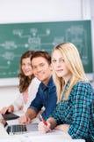 Bureau sûr de With Classmates At d'étudiante photo libre de droits
