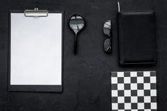 Bureau strict de travail de personne d'accutate et de travailleur productif Modèle géométrique L'espace noir de copie de vue supé Photo stock