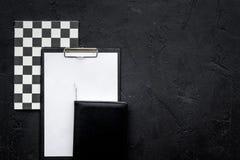 Bureau strict de travail de personne d'accutate et de travailleur productif Modèle géométrique L'espace noir de copie de vue supé Images libres de droits