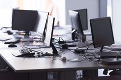 Bureau vide avec les ordinateurs modernes Photographie stock