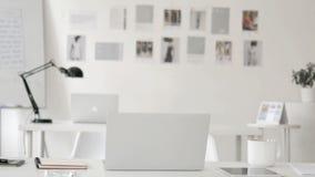 Bureau vide de concepteur créatif banque de vidéos