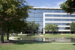 Bureaugebouwen in Hall Park Frisco TX Stock Foto