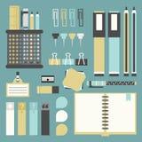 Bureauhulpmiddelen, levering, en geplaatste kantoorbehoeftenpictogrammen Royalty-vrije Stock Afbeeldingen