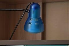 Bureaulamp voor computerbureau stock fotografie