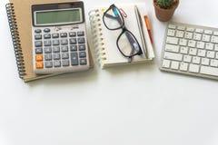 Bureaulijst met computertoetsenbord Stock Afbeelding