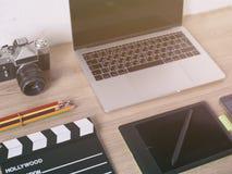 Bureaulijst met, laptop computer, slimme telefoon, pensil, ca Stock Afbeeldingen