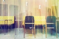 Bureauwachtkamer, zwarte en gele gestemde stoelen Royalty-vrije Stock Afbeelding