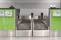 Bureaux dans le hall d'aéroport L'aéroport abandonné Un terminal vide La grève des pilotes Image stock