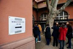 Bureaux de vote voting section France queu Stock Image