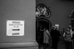 Bureaux de vote voting section France queu Stock Photo
