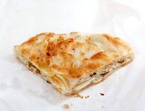 Burek med kött, en traditionell Balkan mat, Fotografering för Bildbyråer