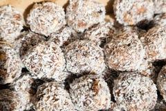 Το γλυκό ινδικό burfi καρύδων μεταχειρίζεται Στοκ εικόνα με δικαίωμα ελεύθερης χρήσης