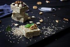 Burfi fait maison de sésame Dessert sain cru de vegan photos libres de droits
